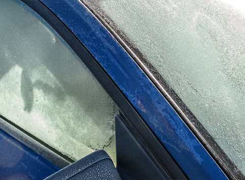 winter-wheel-window-glass-frost-windshield-285146-pxhere.com